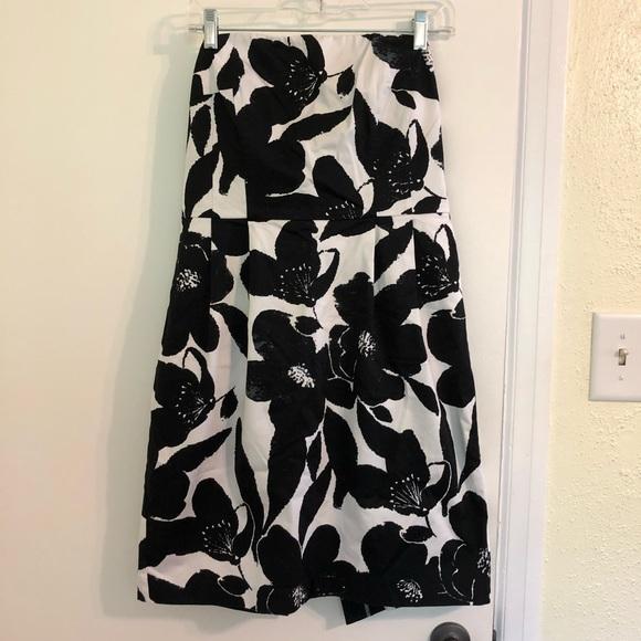 Express Dresses & Skirts - Strapless Express Mini Dress